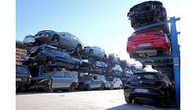 Foto de Desguace Alarcón: estanterías cantilever para el almacenamiento de vehículos antiguos