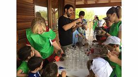 Foto de 200 personas participan en la actividad de sensibilización ambiental 'Voluntariado Verde' de Aimplas y Cicloplast