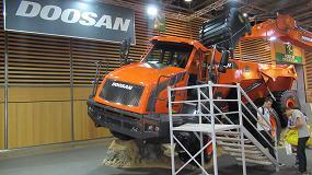 Foto de Doosan presenta en Intermat una nueva versión del dúmper articulado DA30