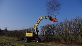 Foto de La excavadora de ruedas Yanmar B110W se muestra como un aliado perfecto en tareas de paisajismo