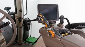 Foto de John Deere extiende el mando de control CommandPRO a toda la Serie 6R