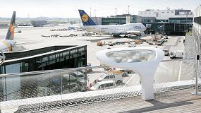 Foto de Abróchense los cinturones para la nueva azotea 'Open Air Deck' del Aeropuerto de Frankfurt, realizada en Hi-Macs