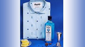 Foto de Bombay Sapphire y Brava Fabrics colaboran en el diseño de una camisa basada en la esencia y los botánicos de la icónica Ginebra