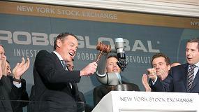 Foto de Un cobot Universal Robots hace sonar la campana de cierre de la Bolsa de Nueva York