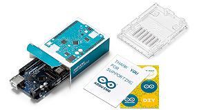 Foto de RS Components distribuye una nueva versión de la placa básica Arduino Uno WiFi para proyectos de IoT
