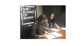 Foto de Esri España y el Colegio de Geógrafos firman un acuerdo de colaboración