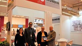 Foto de Irundin recibe una placa conmemorativa de Enomaq por su 25 aniversario
