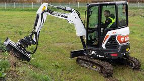 Foto de Nueva desbrozadora de martillos con nivelación automática para excavadoras Bobcat
