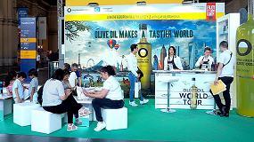 Foto de La campaña 'Olive Oil World Tour' sumerge la estación central de Frankfurt en oro líquido