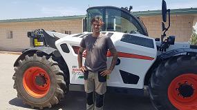 """Foto de """"El manipulador telescópico TL43.80HF AGRI Bobcat lo usamos en multitud de tareas agrícolas y ganaderas"""""""