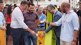 Foto de El alcalde de Cullera y el presidente de la Diputación de Valencia apoyan el reciclaje de bombillas en la salida de la Vuelta Ciclista