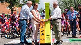 Foto de La alcaldesa de Valls y el conseller de Educación apoyan el reciclaje de bombillas en la salida de la Vuelta Ciclista