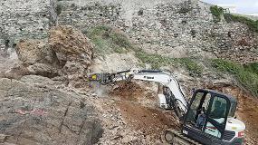 Foto de Una fresadora MB-R500 de MB Crusher trabaja en la creación de la pasarela Aldilonda en Córcega