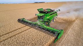 Foto de Nueva cosechadora X9 y plataforma draper de John Deere