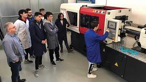 Foto de Alumnos del Instituto La Foia (Ibi) se forman con una inyectora Bole