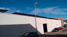 Foto de Astrauto ofrece a sus asociados un servicio de instalación de paneles solares en los talleres