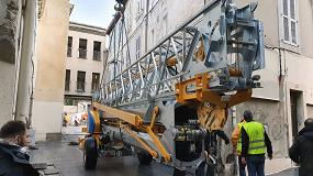 Foto de Una grúa automontante Igo 22 trabaja con éxito en un complicado proyecto de reforma en el centro de Aviñón