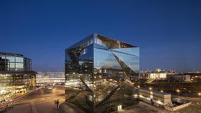 Foto de cube berlin: uma fachada de vidro duplo à altura dos exigentes requisitos de desempenho técnico e estético
