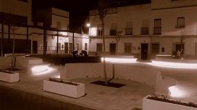 Foto de Representaciones Martín Mena entrega 30 bancos con iluminación LED para el barrio cordobés de Valdeolleros