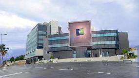 Foto de Gabão: fachada criativa com vidro Saint-Gobain Glassolutions Portugal em Libreville