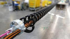 Foto de Cables de varias toneladas guiados por una cadena portacables Igus de montaje rápido