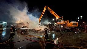 Foto de Agentes extintores espumantes para combatir incendios industriales, como el de la macrochatarrería de Leganés