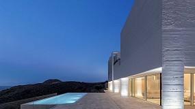 Foto de Technal en la Casa Jacaranda, una vivienda minimalista en Almería