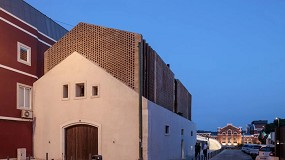 Foto de Uma casa com ponte direta para o telhado do MAAT