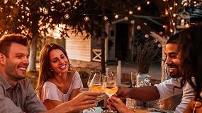 Foto de El 93% de los consumidores de vino en España prefieren tomarlo en compañía