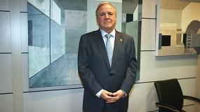 Foto de Juan Lazcano, presidente de la AEC, distinguido con la Gran Cruz de la Orden del Mérito Civil