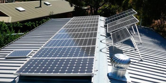 La Comisión de Expertos propone sustituir los impuestos actuales para abaratar un 7% la electricidad para el ciudadano