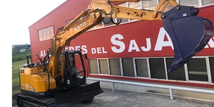 Cozamaq entrega a Alquileres del Saja la primera excavadora grande de Kato que llega a España