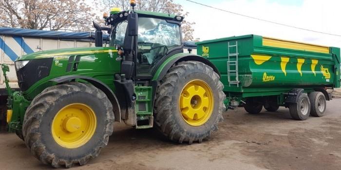 Tractor John Deere 6250R: Ligero y versátil con 300 CV
