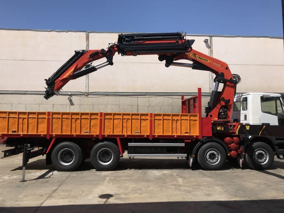 Camion grua Iveco Trakker 380 Palfinger 56002 + Jib