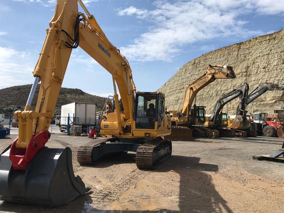 Komatsu pc240lcd-8. excavadora de cadenas