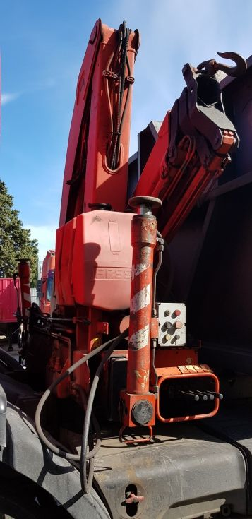 Camión con grúa
