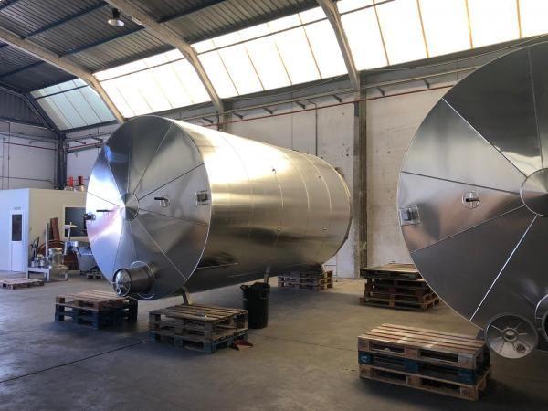 Depósito de 30.000 litros con recubrimiento isotérmico y acoplamiento de motor agitador
