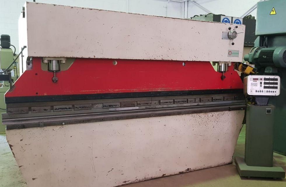 Plegadora hidráulica convencional