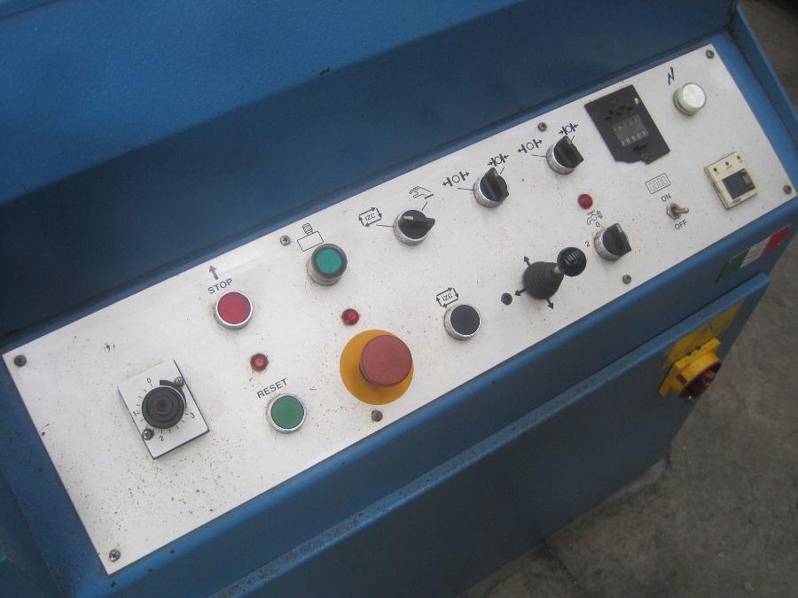 Sierra de cinta automática