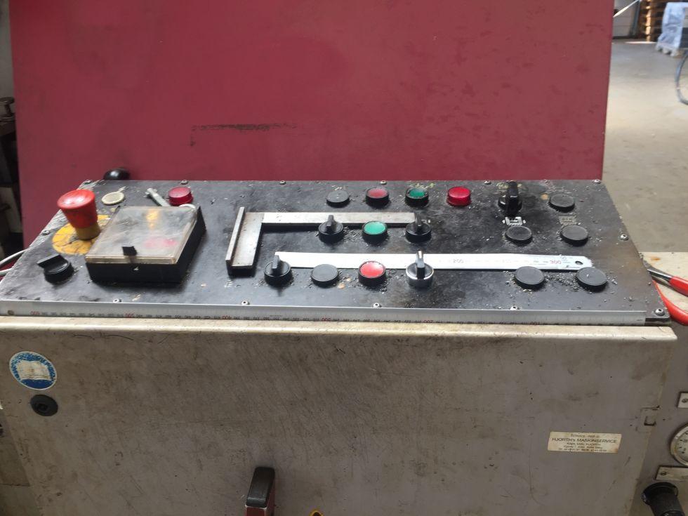 Behringer HBP 1050 - 650 Bandsaw 1050 x 650 mm 5143 = Mach4metal