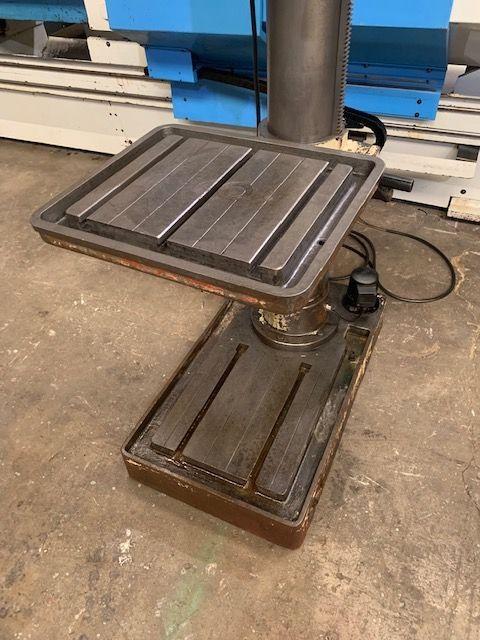 taladro con capacidad de broca de 35 mm, transmisión por engranajes y avance automático
