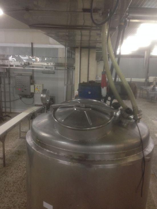 Reactor acero inoxidable 2.000 litros con agitacion y calorifugado hermetico de segunda mano