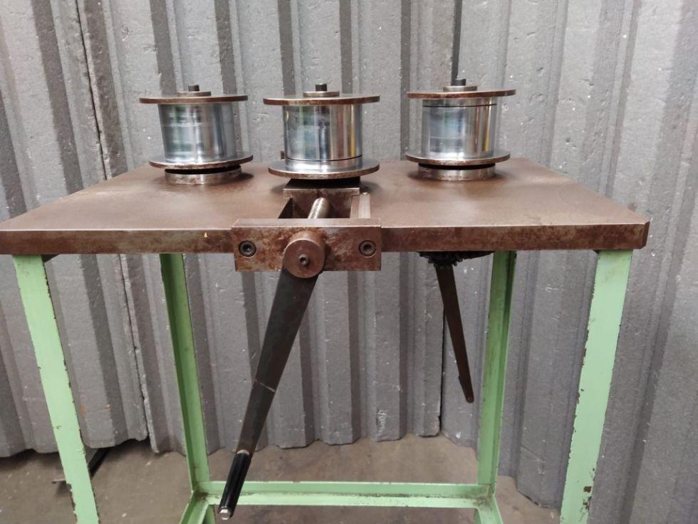 Curvadora horizontal de perfiles y pletinas