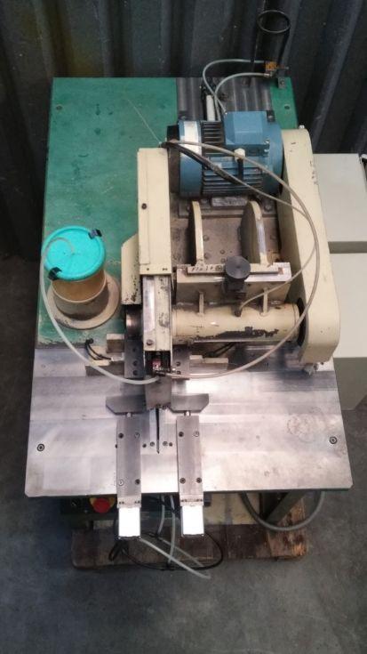 Tronzadora automática neumática de movimiento horizontal