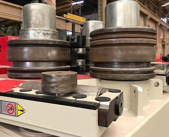 Curvadora de perfiles y tubos de 3 rodillos