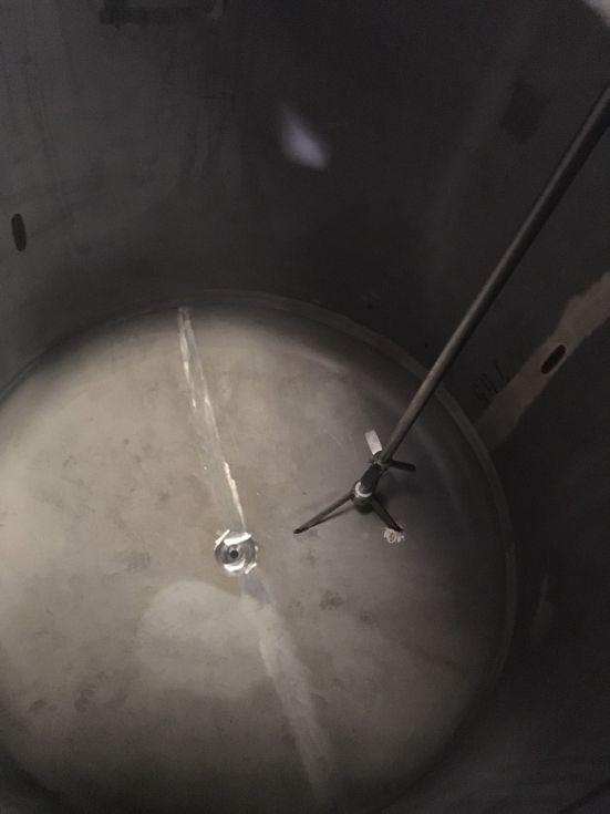 Deposito acero inoxidable 5.500 litros con agitación de segunda mano