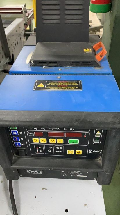 Máquina pegadora Aida 840