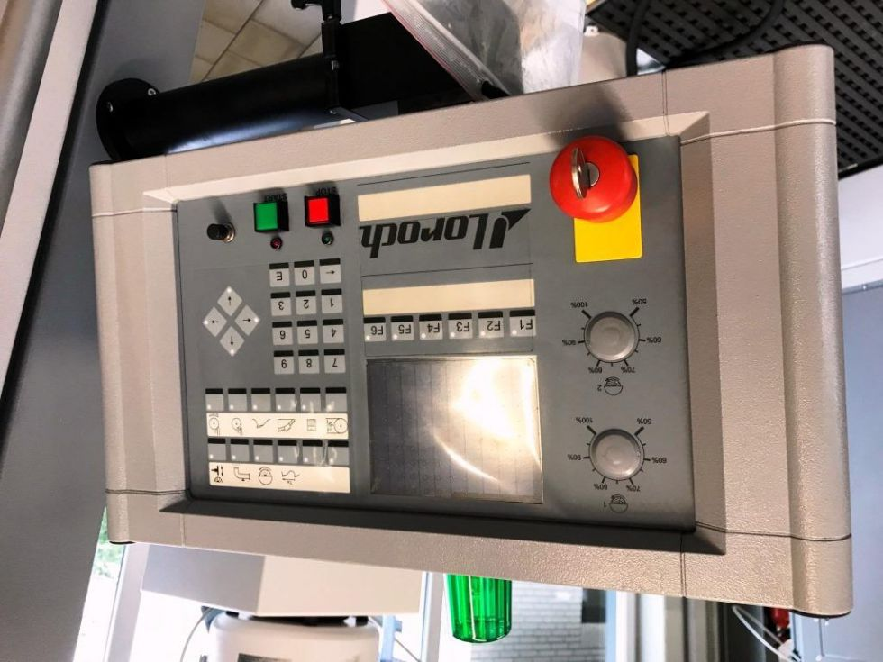 Afiladora de hojas de sierra circulares de HSS y de segmentos, a control CNC
