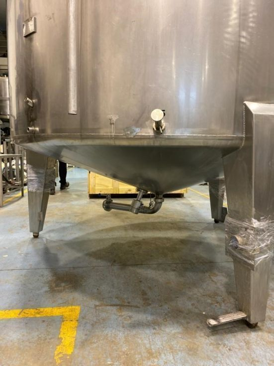 Deposito acero inoxidable 4.800 litros con agitación de segunda mano