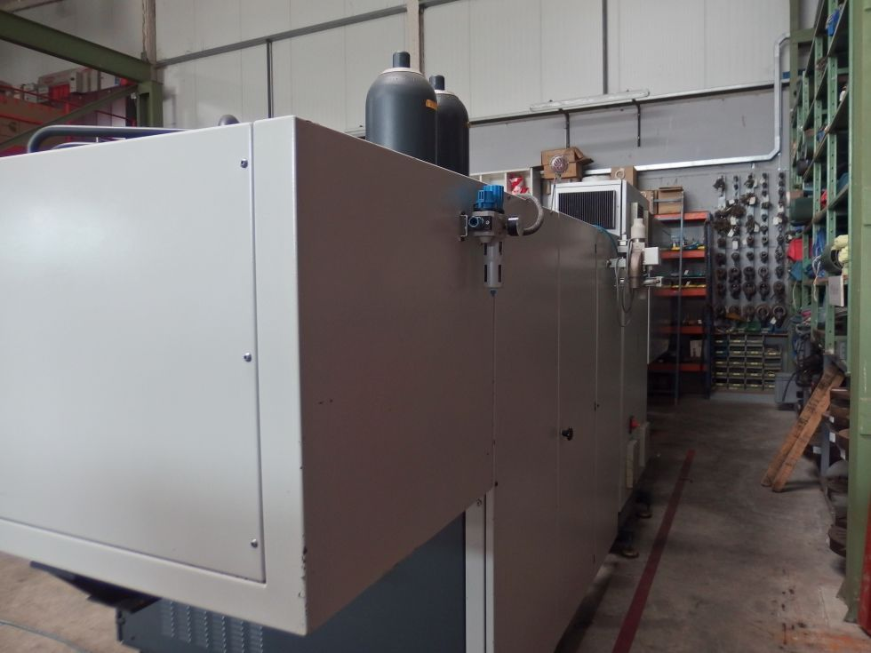 Inyectora termoplástico 175 ton con robot